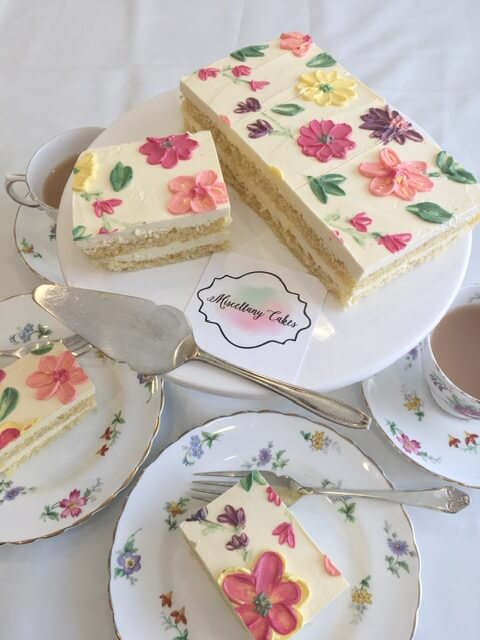 Buttercream Blossoms Tea Time Cake Vanilla & Strawberry